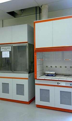 Capela de exaustão para laboratório